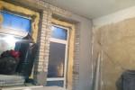 Начало черновых работ - установка маячкового профиля, высококачественное оштукатуривание стен