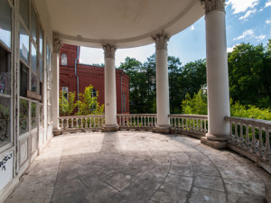 Демонтаж колонн террасы загородного дома (Москва и московская область)