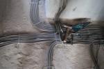 Электромонтаж - прокладка кабеля в гофро-трубах