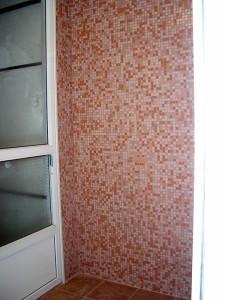 Облицовка стен балкона мозаикой