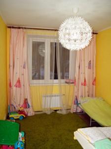 Детская. Выравнивание стен под обои, пол - паркетная доска, потолок - штукатурка, покраска