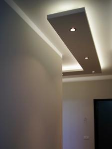 Монтаж декоративной потолочной конструкции