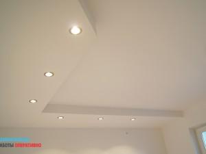 Монтаж декоративного подвесного потолка со встраиваемыми светильниками