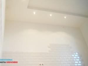 Декоративный потолочный короб с точечным светом