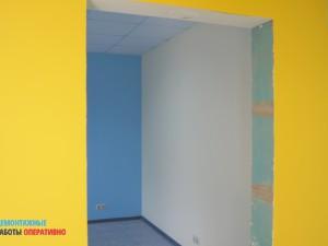 Покраска стен, замена напольного плинтуса