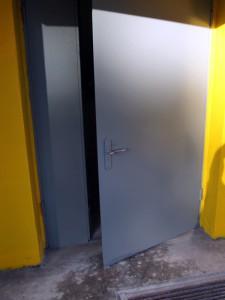 Покраска входной двери