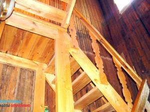 Разборка лестницы в доме