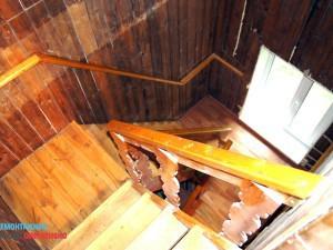 Демонтаж лестницы в коттдже