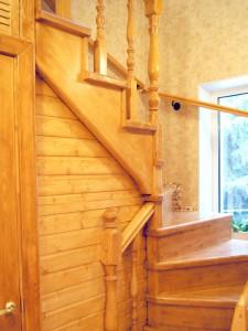 Устройство кладовки под лестницей