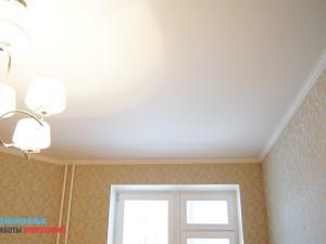 Покраска потолка, монтаж люстры